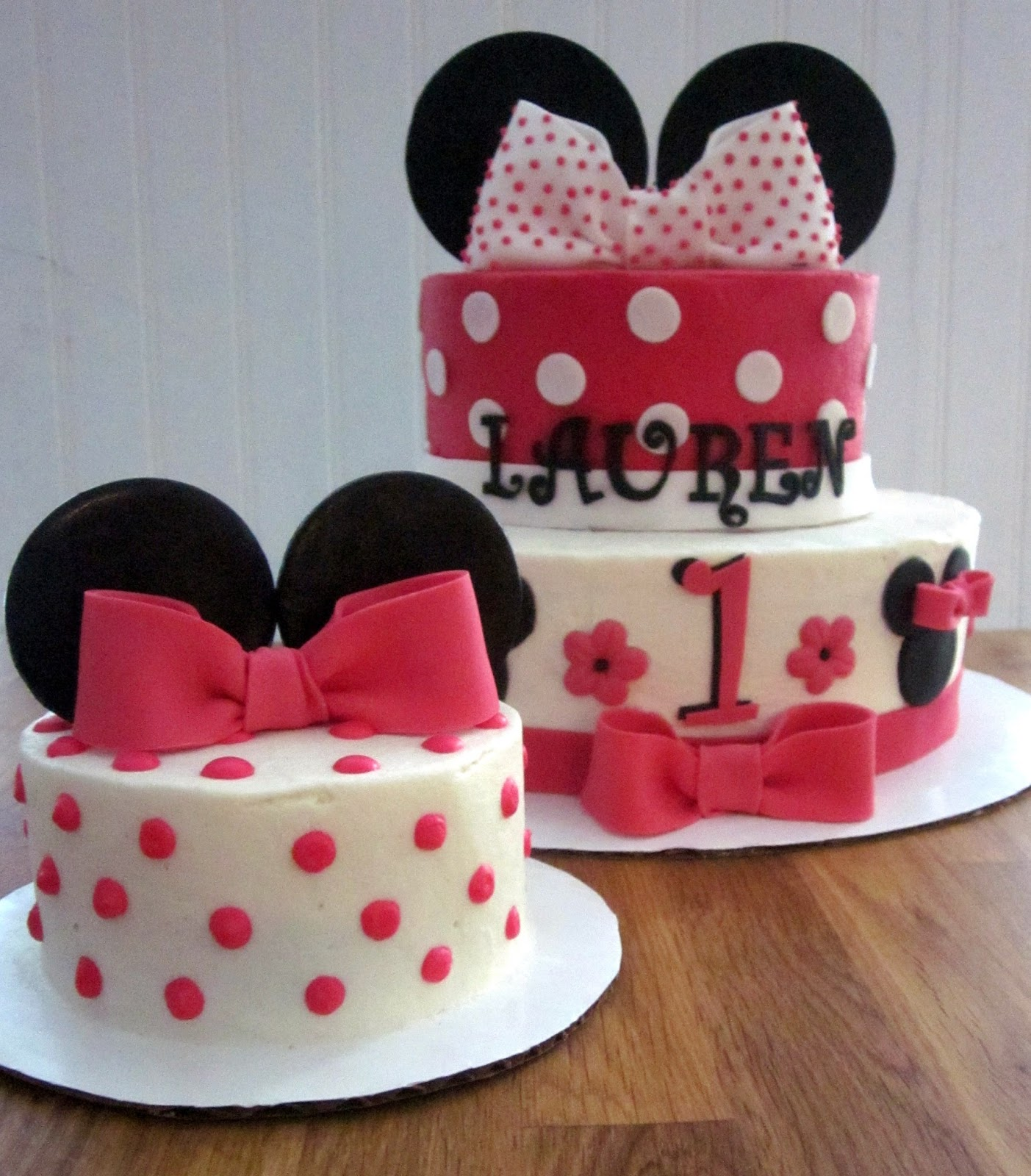 Darlin  Designs: Minnie Mouse Cake
