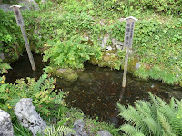 地蔵川の水源となる「居醒の清水」