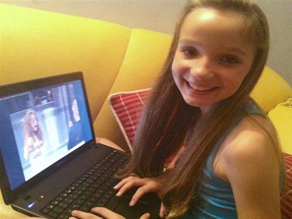 1 Saiba quem é menina fantasma do elevador que virou sucesso na internet