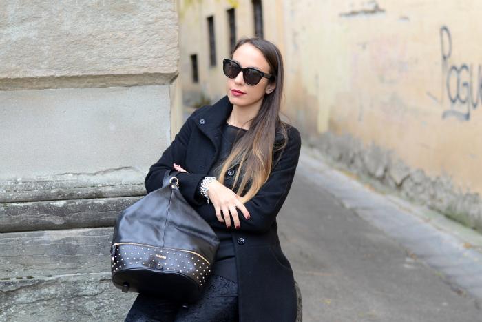 look con cappotto nero