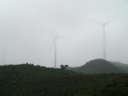 Aerogeneradors del Parc Eòlic de la Serra de Rubió