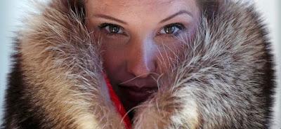 Εταιρία φτιάχνει γούνινα ρούχα και αξεσουάρ από νεκρά ζώα που συλλέγει σε αυτοκινητόδρομους
