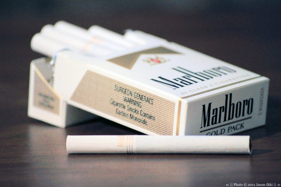 London classic cigarettes Marlboro carton