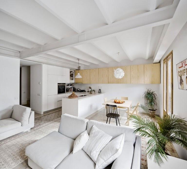 Hogares frescos apartamento reformado combina espacios - Cocina salon separados cristal ...