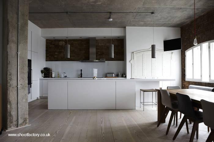 Arquitectura de casas cocina minimalista en un extenso y for Cocina industrial tipo loft