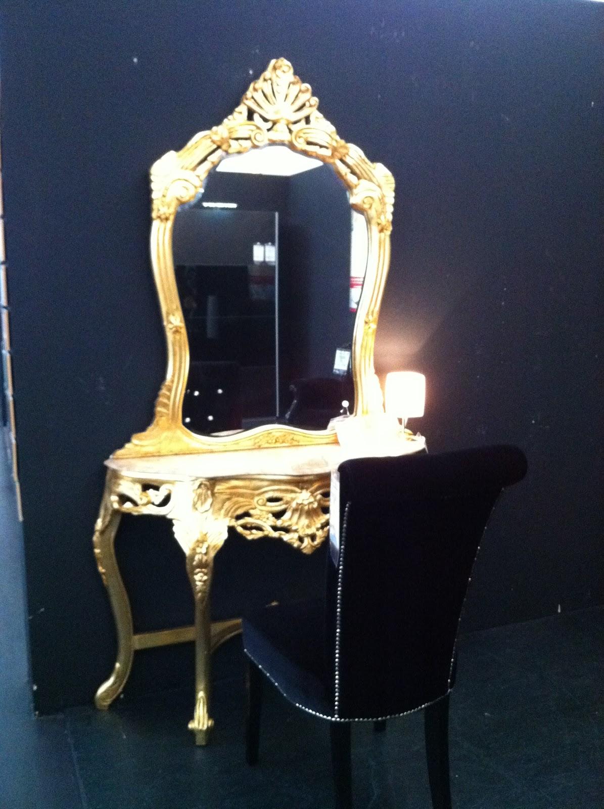 Beau Letztens War Ich In Einem Designer Möbel Outlet Und Habe Wunderschöne  Sachen Gesehen! Auch Wenn Augenkrebsgefahr Besteht, Finde Ich Die Goldenen  Möbel ...
