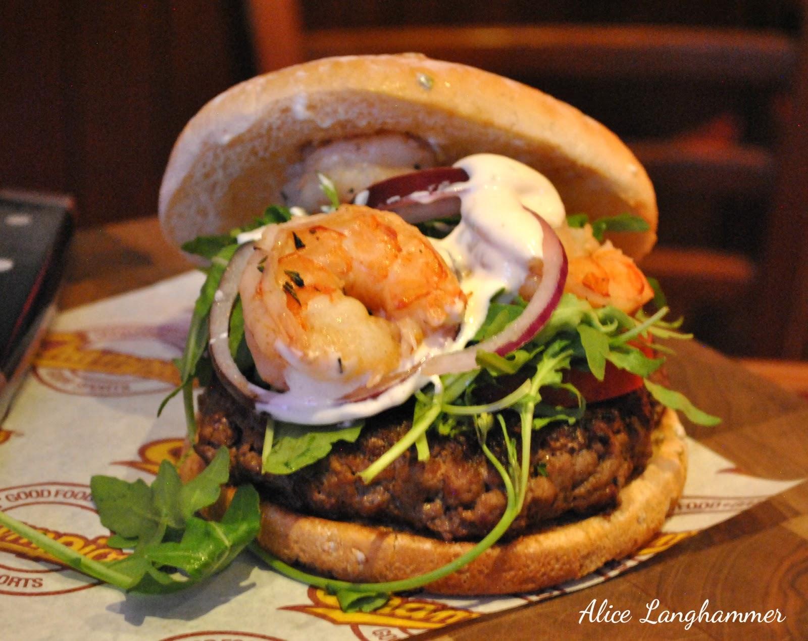 Burger mit Fleisch und Garnelen