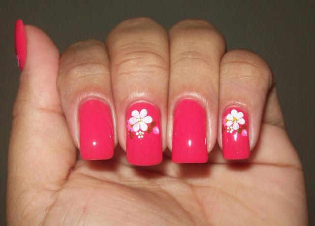 Esmalte Vermelho Coral + Adesivo Artesanal
