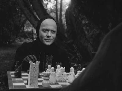death plays chess with antonius block (max von sydow), the seventh seal, directed by ingmar bergman