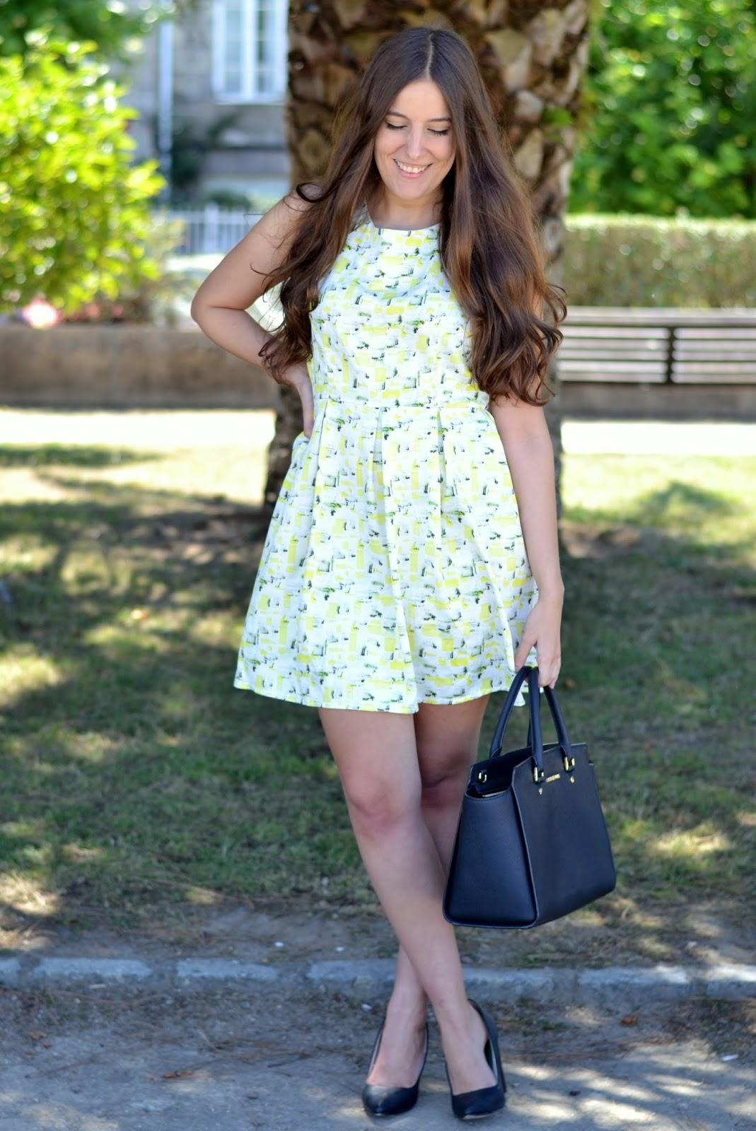 combinar vestido amarillo