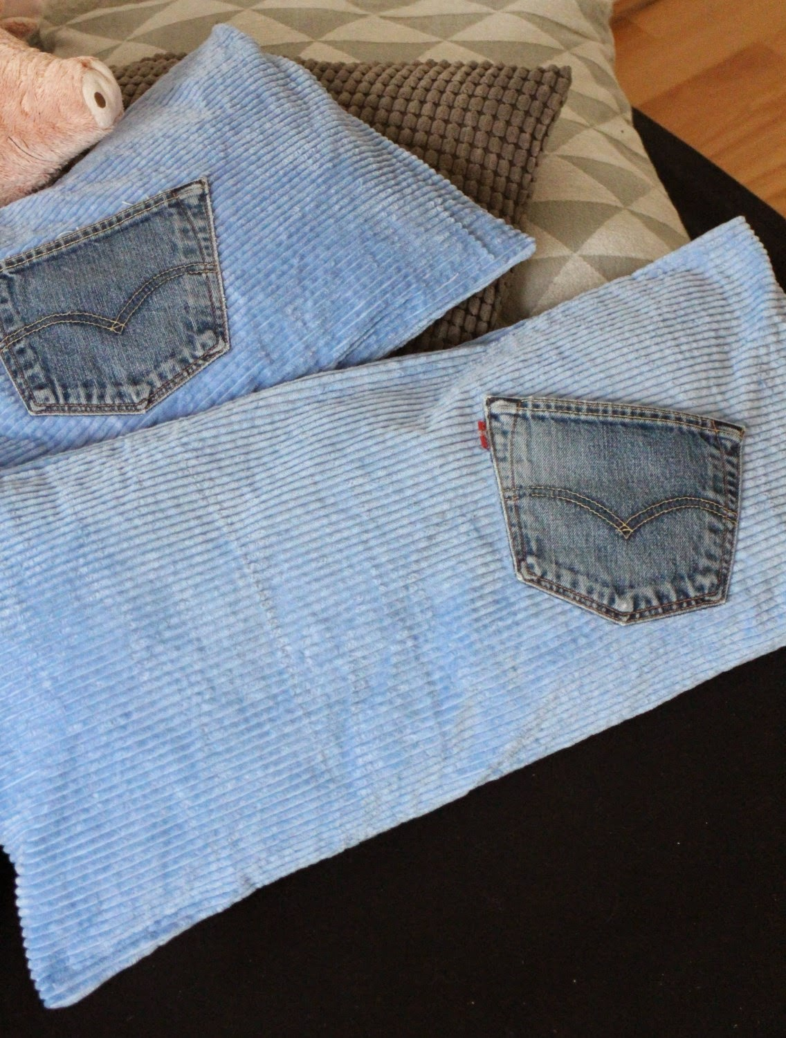Upcycling Sofakissen aus Vorhang und Hosentaschen / Pillowcases from curtain and jeans pockets