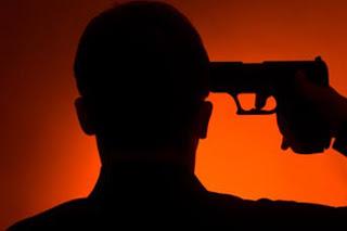 Triplice suicidio sotto i colpi della crisi. E la politica che fa? litiga su governo e poltrone…