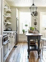 Pintar una vieja cónsola de color contraste e integrar en la cocina