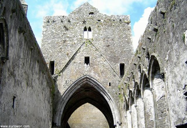 Ruinas de la catedral del Rock of Cashel