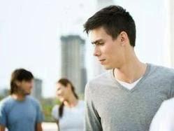 لماذا يغار الرجل على نساء لا علاقة له بهن - رجل يغير الغيرة - man jealous jealousy