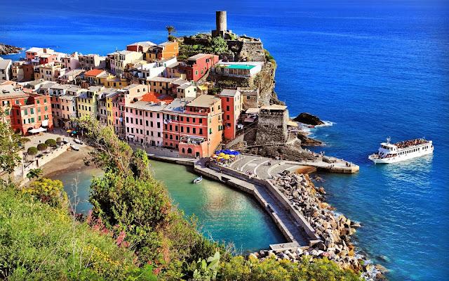 Puerto en la costa de Vernazza Italia