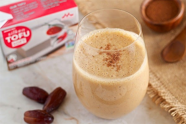 Pumpkin maple smoothie: gluten-free, dairy-free and refined sugar-free