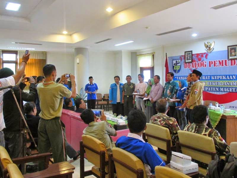 "Dialog Pemuda ""Tanggap Darurat Kepekaan Sosial"""