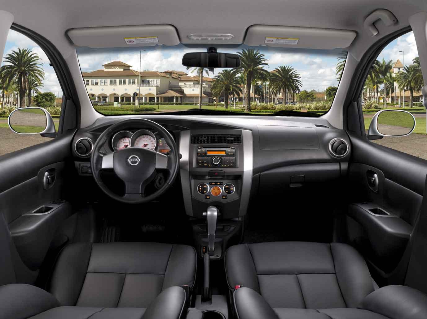 novo Nissan Livina 2014 interior