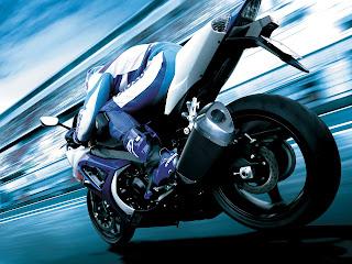 Wallpaper met blauw witte motor met grote snelheid
