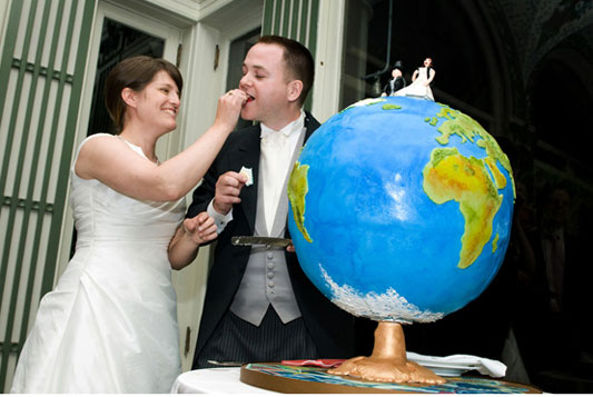 Willa and Andrew 39s wedding cake was the perfect centrepiece to a travel