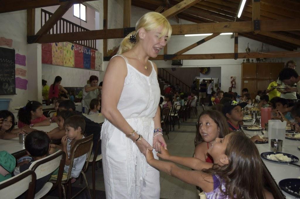 Nora de Lucía visitó la Colonia de Vacaciones Municipal