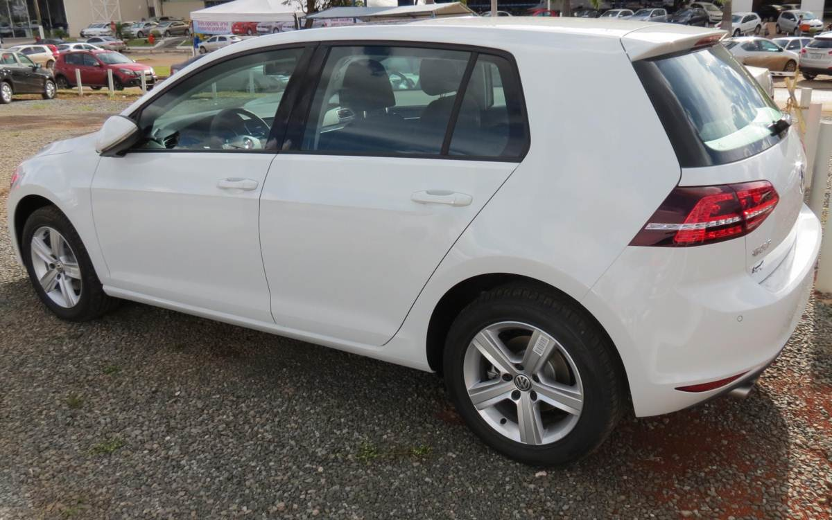 Novo VW Golf Highline TSI DSG - Branco
