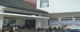 Halaman Kantor DPRD Kab. Sumedang Jadi Tempat Berjualan Para PKL