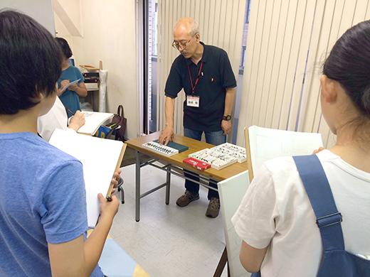 横浜美術学院の中学生教室 美術クラブ アクリルで描く「静物着彩」2