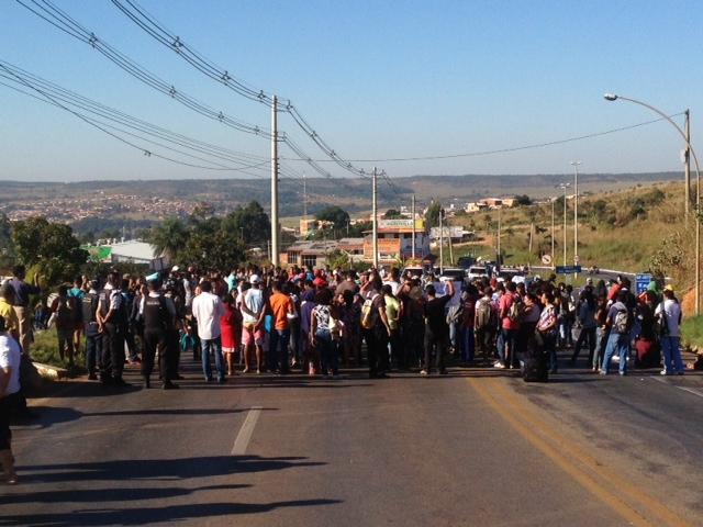 Protesto de motoristas e comunidade reinvindica melhorias para a população de São Sebastião