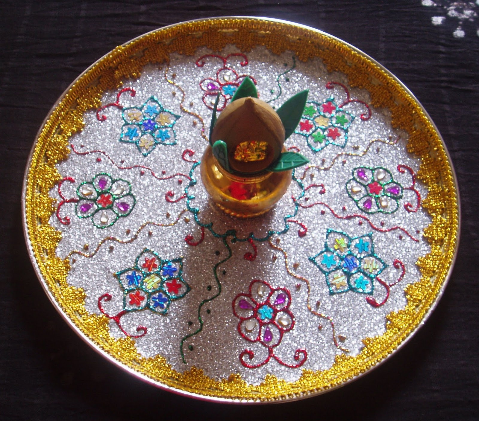 Easy crafts explore your creativity aarti plate designs for Aarti thali decoration pictures navratri