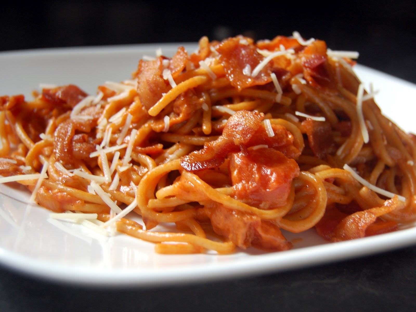 Cassie Craves: Bacon Spaghetti with Tomato Cream Sauce