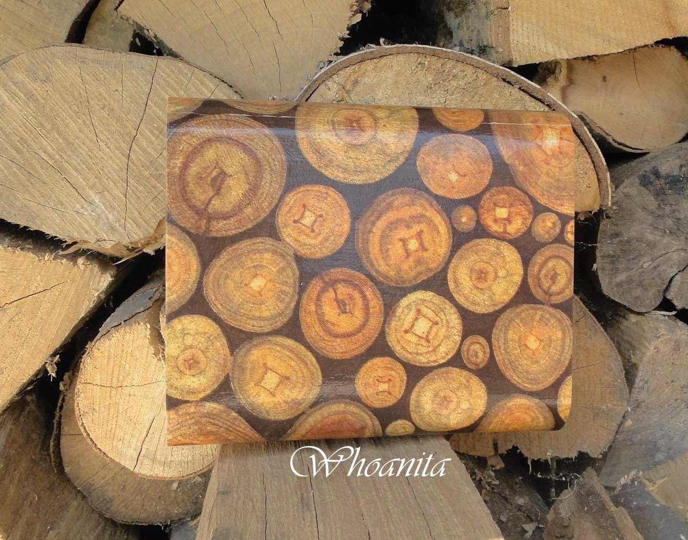 drewniana torebka kopertówka ze słojami drewna, decoupage