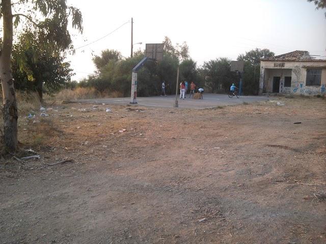 Σκουπιδότοπος το Δημοτικό σχολείο Στασιού