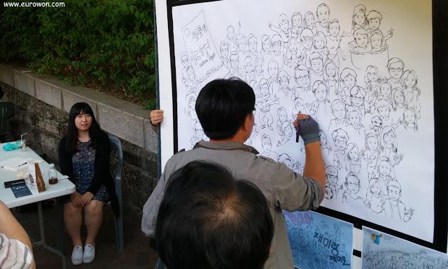 Coreano dibujando caricatura de chica coreana