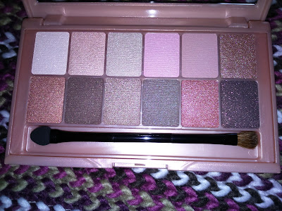 Maybelline The Blushed Nudes palette in flash light