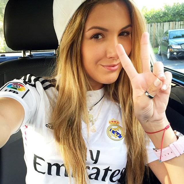 Sexy girls in barcelona jerseys — img 8