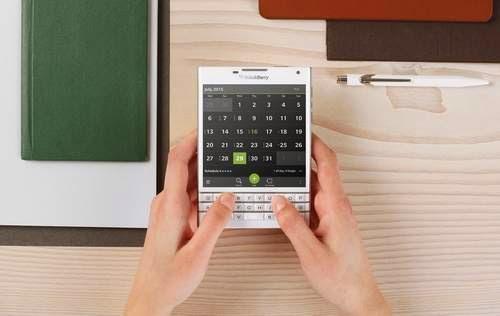 Desain Aneh BlackBerry Passport