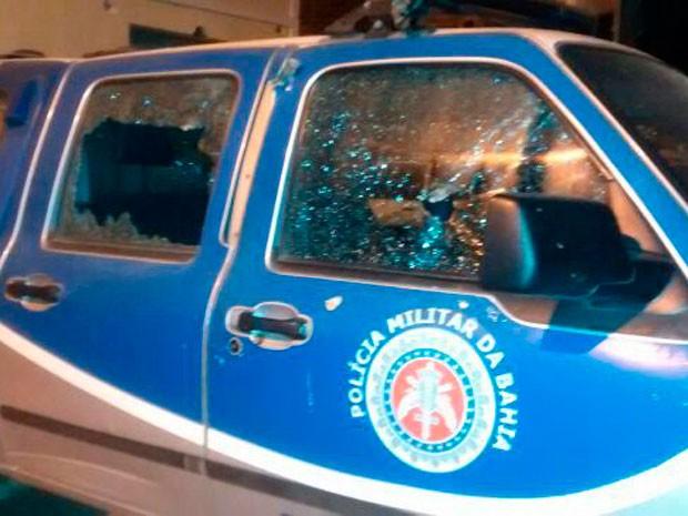 Bandidos atiraram contra a sede e a viatura da PM (Foto: Naldinho Beira Rio/Blog Beira Rio Notícias)