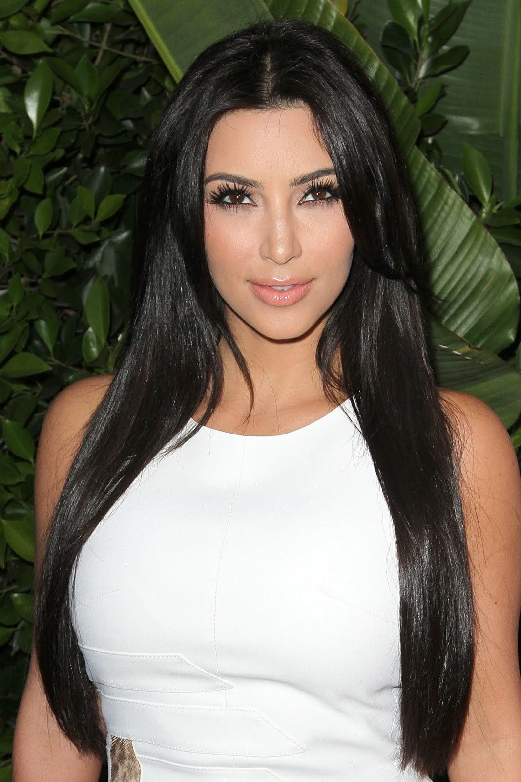 http://3.bp.blogspot.com/-zQY4QOgnzCw/TgVfJ2N5UXI/AAAAAAAALCs/4yB_riaCIcg/s1600/latest-kim-kardashian-photo-2011-sexy-tight-white-dress+%25283%2529.jpg