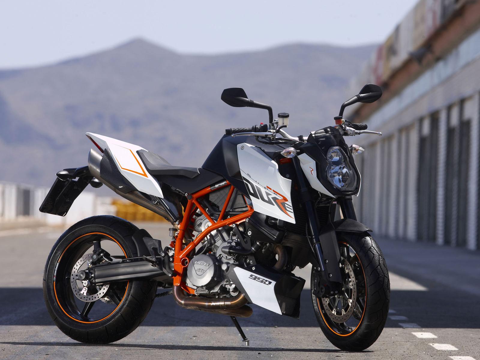 http://3.bp.blogspot.com/-zQmRgBj2jLE/Tnv66t0_tOI/AAAAAAAABP0/uD3Z-xuJCwY/s1600/KTM_990-Super-Duke-R-2009-motorcycle-desktop-wallpaper_01.jpg