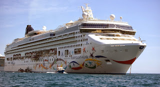 norwegian star ncl panamax cruise ship