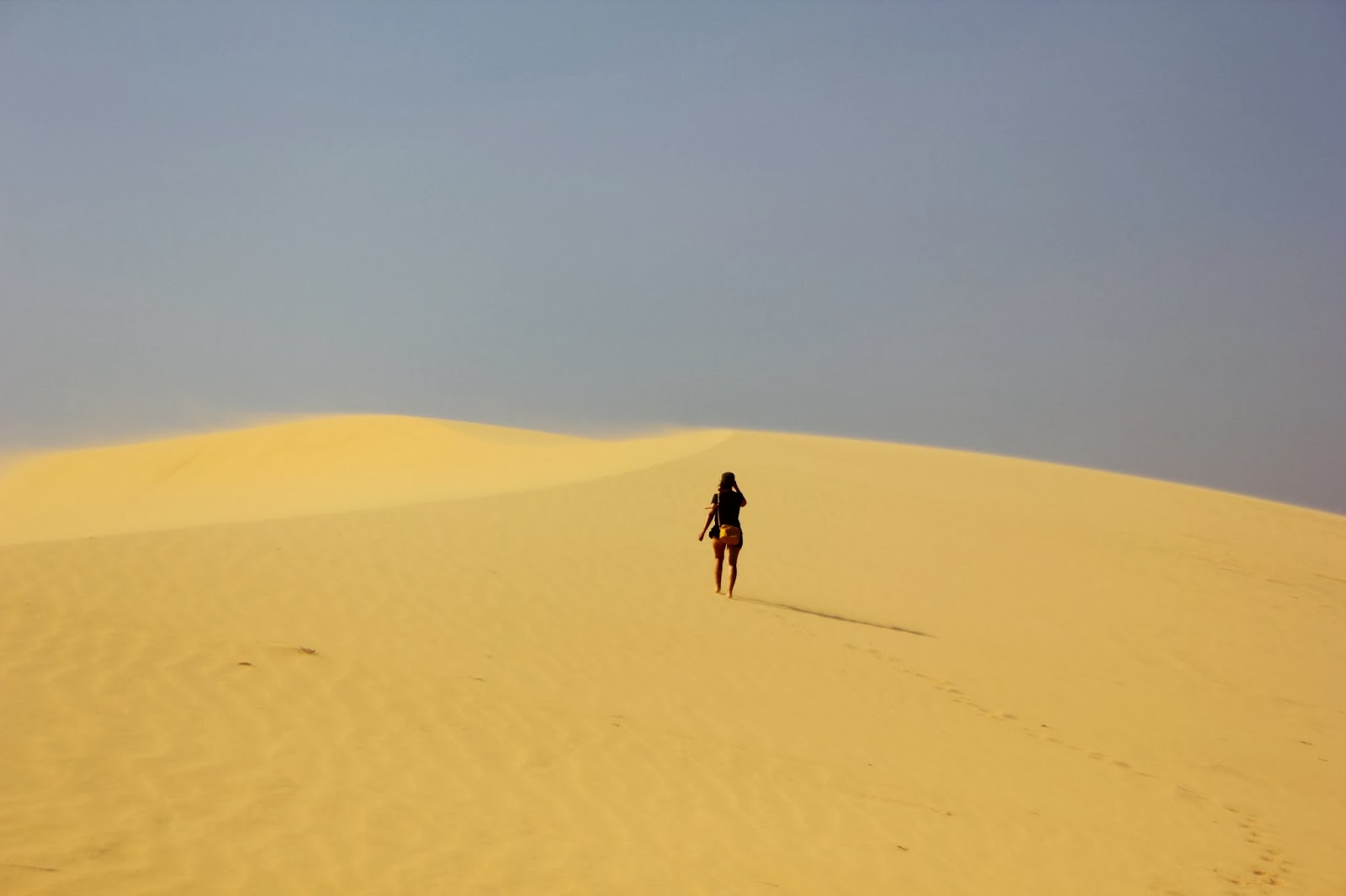 Sulle dune del deserto bianco a Mui Ne, Vietnam - foto di Elisa Chisana Hoshi