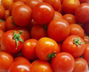 perawatan wajah dengan masker tomat