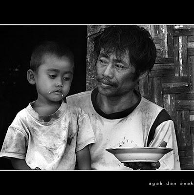 Foto Kasih Sayang Seorang Ayah Kepada Anaknya