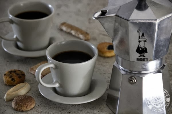 Italian coffee, French cookie