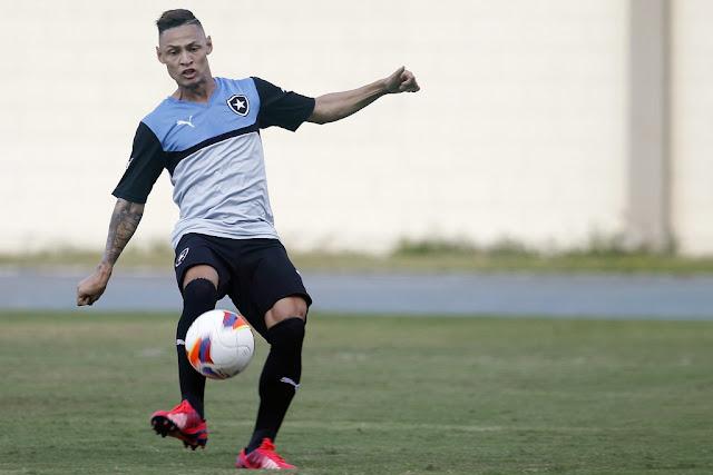 Responsável pela mobilidade do ataque alvinegro, Neilton ganhará mais uma chance entre os titulares (Foto: Vitor Silva/SSPress)