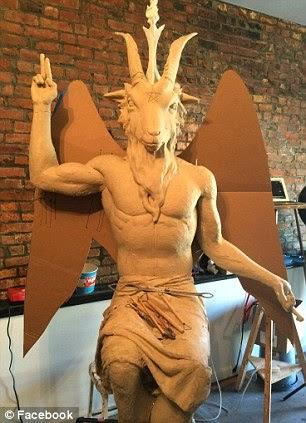http://3.bp.blogspot.com/-zS6ZSYgBTyM/U3J_LLmJFTI/AAAAAAAAVZ4/8LtFt8aqClc/s1600/Est%C3%A1tua+de+Satan%C3%A1s+que+grupo+satanista+da+missa+negra+quer+colocar+em+Oklahoma.jpg