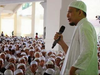 KH Arifin Ilham (foto azzikra.com)