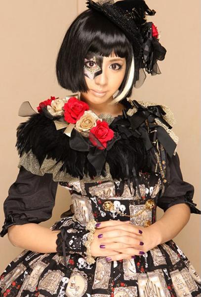 Japanese Celeb Singer and Cellist Kanon Wakeshima